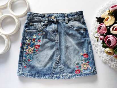 6,7 лет, рост 116,122 Детская джинсовая юбка с вышивкой и родными потертостями