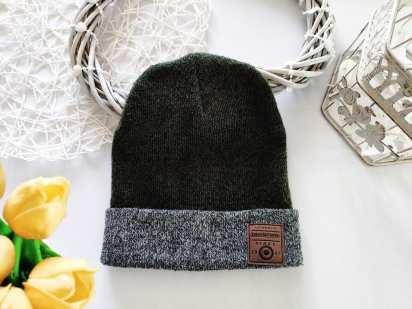 Теплая стрейчевая шапка