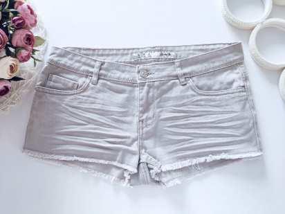 44р. (10) Женские джинсовые шорты серые