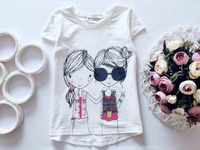 6,7 лет, рост 116,122 Детская футболка в паетках